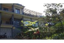 Rumah tengah kota di Ciumbuleuit Bandung