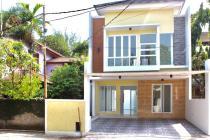 Rumah DI Bekasi dg Kolam Renang Pribadi dekat Tol Jatiwaringin