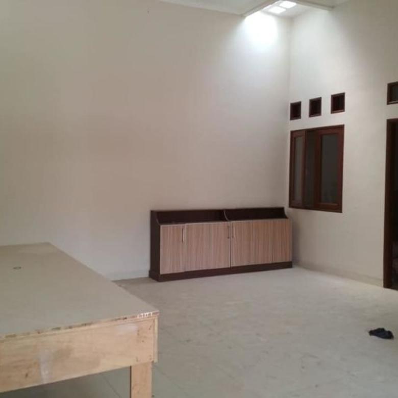 Dijual Rumah Real Estate Lokasi Strategis di Kramat Jati