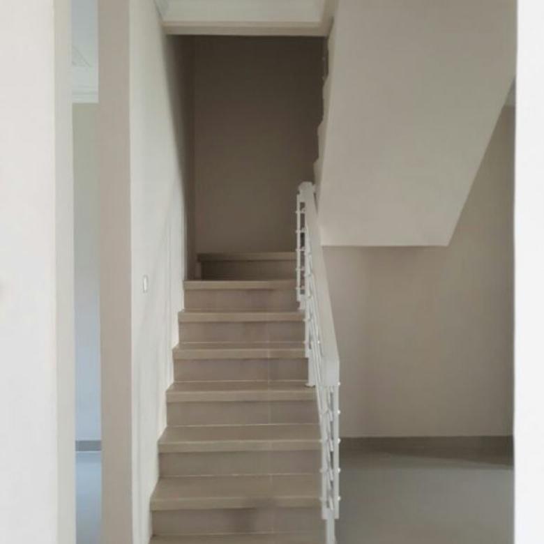 rumah dalam cluster lingkungan nyaman tenang dan aman