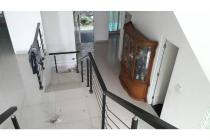 Rumah Siap Huni Bangunan 3 Lantai Digrand Wisata Cluster Executive