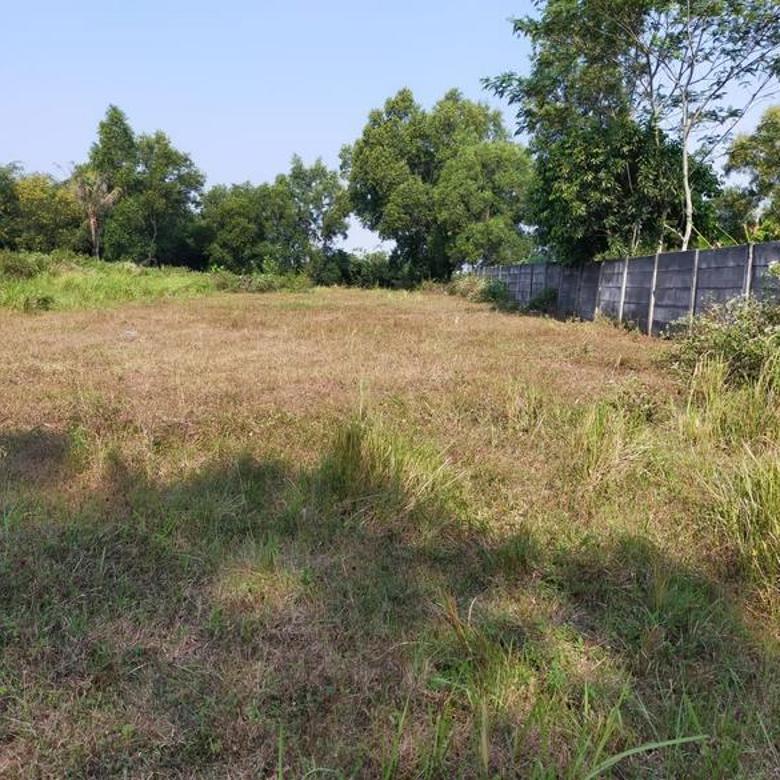 Tanah darat Zona Industri lokasi di pinggir jalan raya utama di Cibening Setu kabupaten bekasi