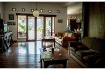 Rumah di Riung Bandung