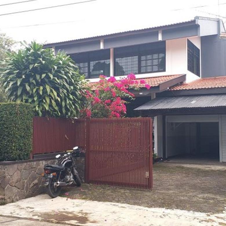 Dijual Rumah Cipaku, Bandung Utara LT:465 LB:320