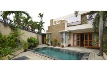 For rent 4br Villa in Kerobokan