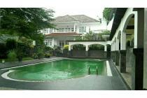 rumah kebun konsep villa luas tanah 1600m di jakarta selatan