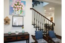rumah cantik asri dan nyaman di hoek fully furnished  siap huni  di Lippo Karawaci Central dekat SDH SPH UPH