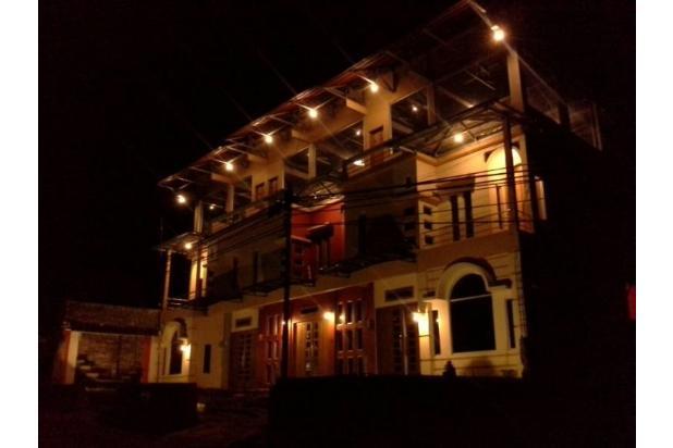 villa di lembang bandung, bangunan 3 lantai. lokasi dekat tempat wisata