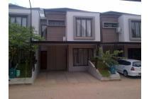 Rumah Sewa Luas Di town House Besar Nyaman Akses dkt Pintu Tol Jagakarsa