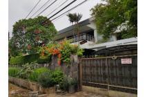 Rumah Besar Hoek Rindang dan Nyaman Ada Swimming Pool