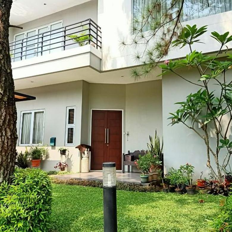 Rumah bagus terawat di kawasan exclusive Taman Giriloka BSD