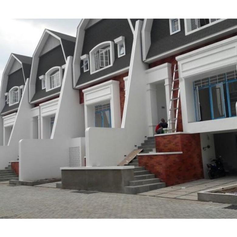 Rumah Cluster Bangunan Besar Di Komplek Perdagangan