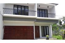 Rumah Baru di Kemang Timur, Semi Furnished, Private Pool, 5 KT, LT 400 m2