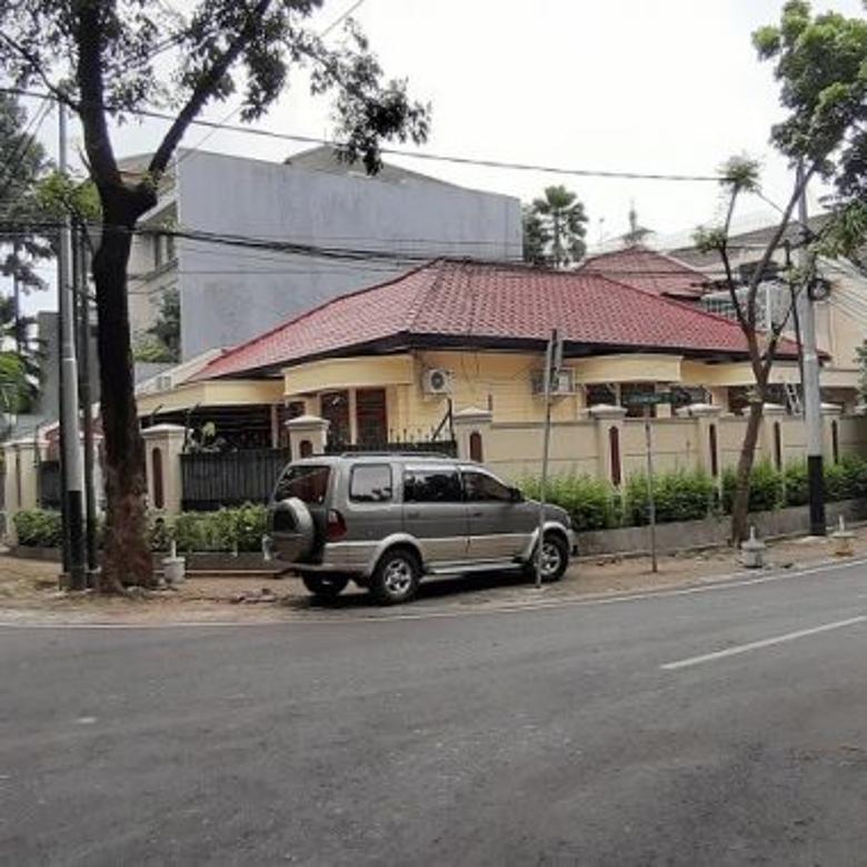 Rumah Di Kebayoran Baru, Bisa Buat Kantor, 1 Lantai, Di hoek
