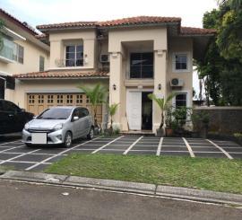 Dijual Rumah Komplek Beverly Golf, Lippo Karawaci, Tangerang