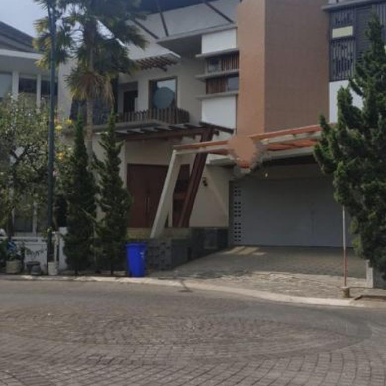 Dijual Rumah LUX di Kawasan Elit Singgasana Pradana, Bandung