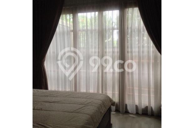 kamar tidur ala Villa dengan pintu geser mengarah ke taman samping, kusen full jati 4914727