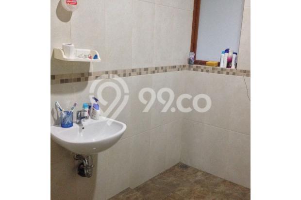 kamar mandi luas dan mewah, lantai tegel anti slip 4942201