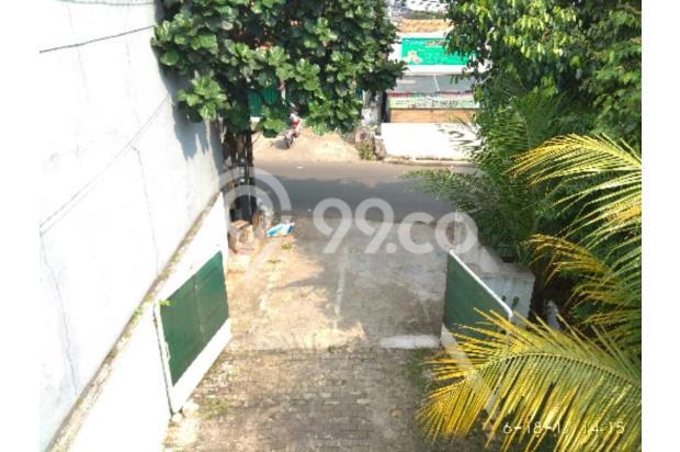 Gerbang luas langsung menuju jalan raya utama Jl Jagakarsa Raya 12141835
