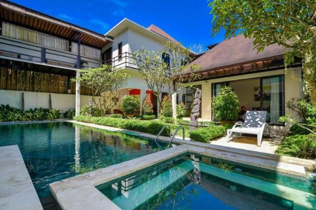 Rp16mily Vila Dijual