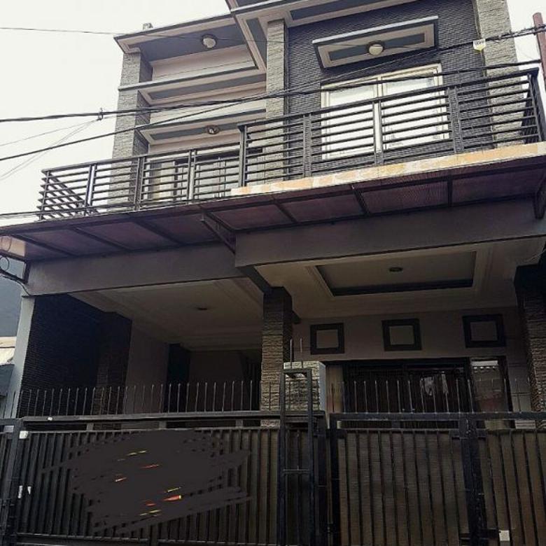 Rumah Villa Taman Bandara, Hadap Tenggara, Harga Murah