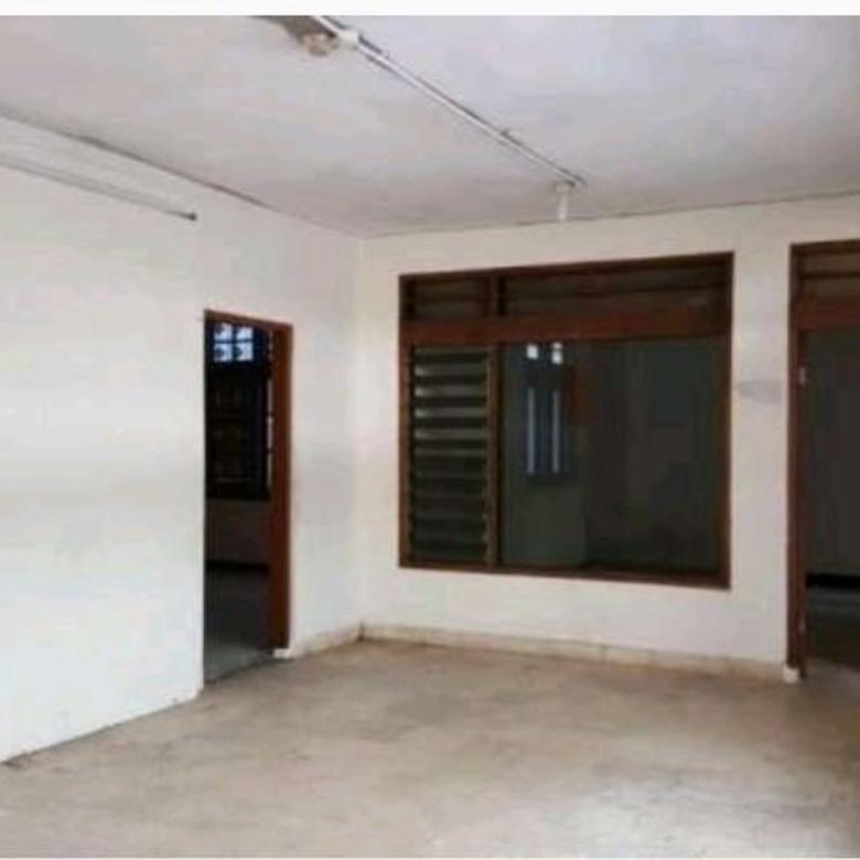 Rumah Cocok Untuk Kantor dan Komersial Jalanan Lebar