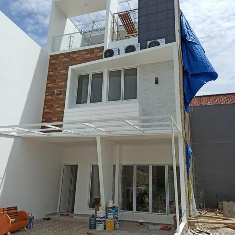 Rumah Baru Area Rawamangun 3 lantai Mewah