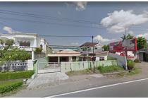 Rumah pinggir jalan Adi Sucipto