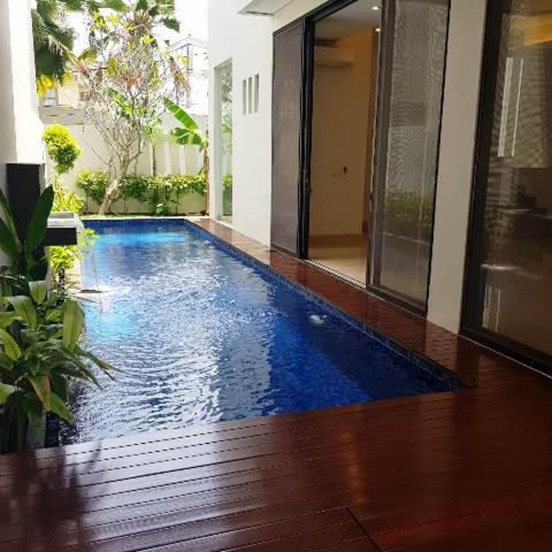 Rumah di ampera dalam cluster ada orivate pool securoty 24 jam