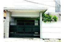 Rumah 3  lantai siap huni dengan harga super murah, lngkungan nyaman, aman,