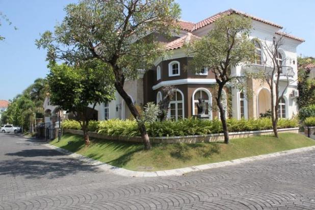 rumah mewah dalam perumahan elit casa grande maguwoharjo
