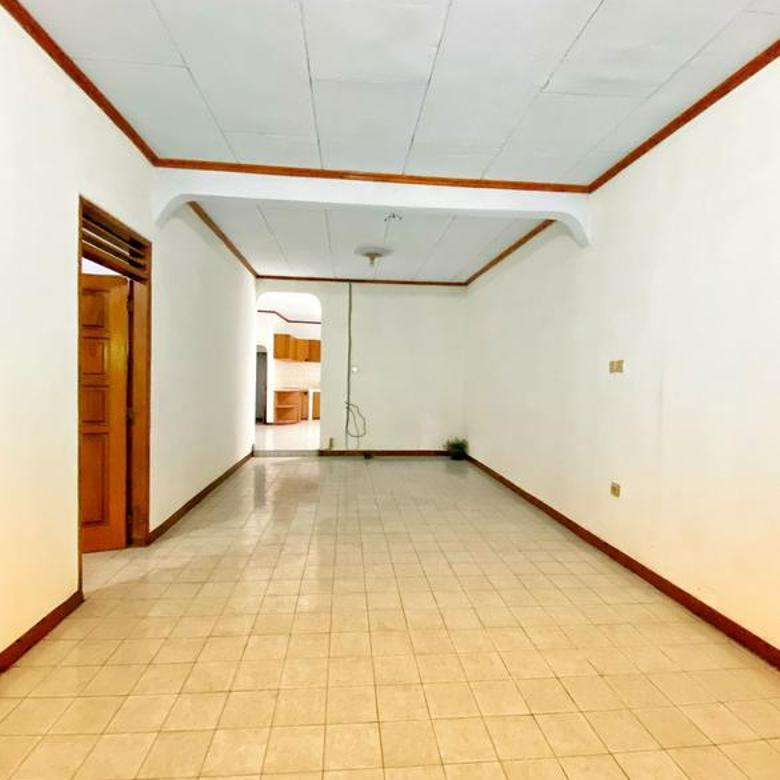 Rumah 1 lantai di Jl. Bangka dengan lingkungan yang tenang dan nyaman