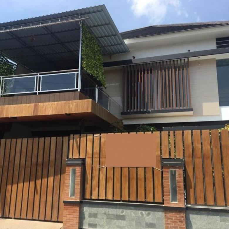 Rumah Baru Ada Kolam Renang Pribadi Akses Bagus di Jalan Damai