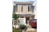 Dijual Townhouse Mewah 2,5 Lantai di Pondok Kelapa, Jaktim
