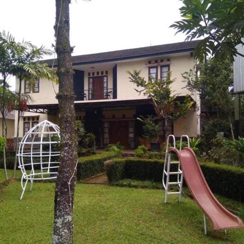 Sewa villa puncak 5 kamar tidur fasilitas kolam renang, billiard, karaoke