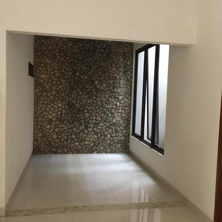 Rumah Hunian Asri Kawasan Cilandak Jakarta Selatan Semi Furnished 4BR