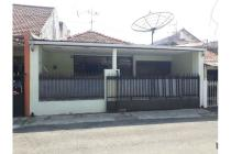 Rumah second siap huni dekat dengan jalan raya di Pucang Anom, Surabaya