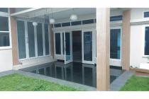 Rumah elit siap huni komp. elit di perumahan setra duta Bandung