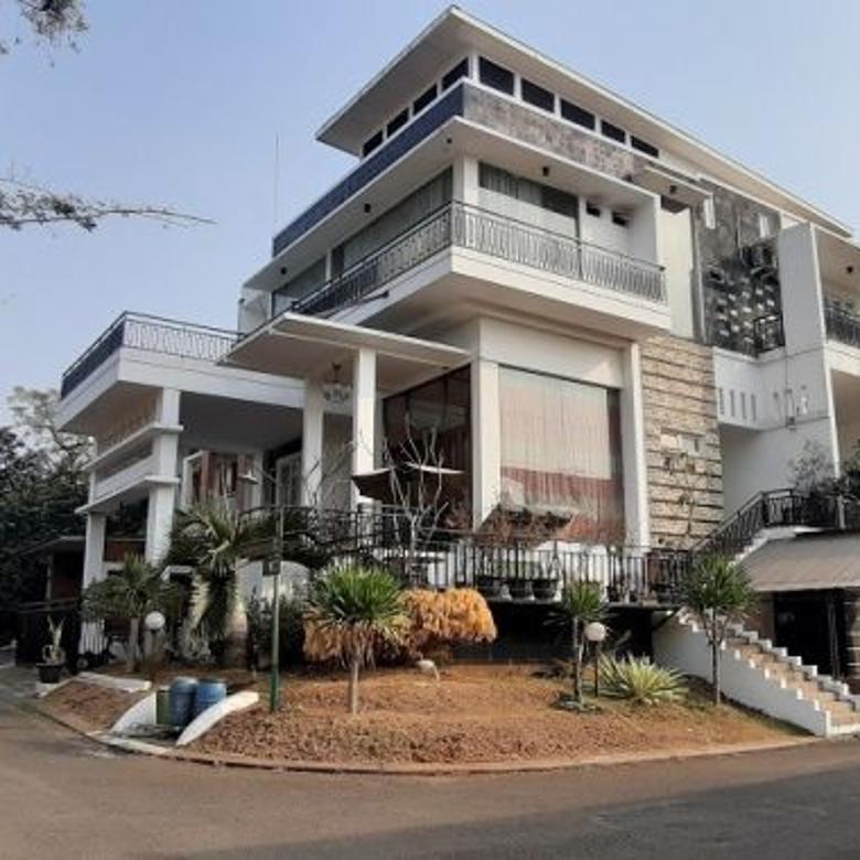 Rumah Cantik di Cibubur, Dalam Kompleks, Di hoek, Private Pool