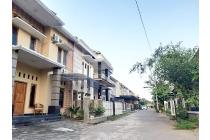 Rumah Megah Lingkungan Perumahan di Jalan Raya Tajem