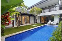 Dijual Dua Villa Dengan 2 Kamar Tidur di Pusat Seminyak