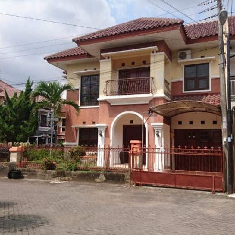 Rumah Di Utara Hartono Mall Perum Onegate dan Security 24 Jam
