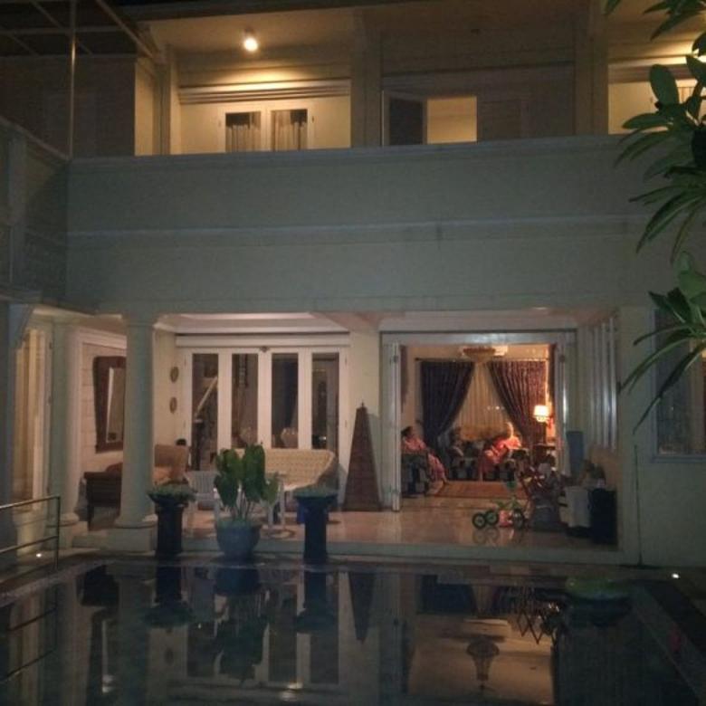 Jual BU !! Rumah Taman Duren Sawit, hunian super mewah ada kolam renang