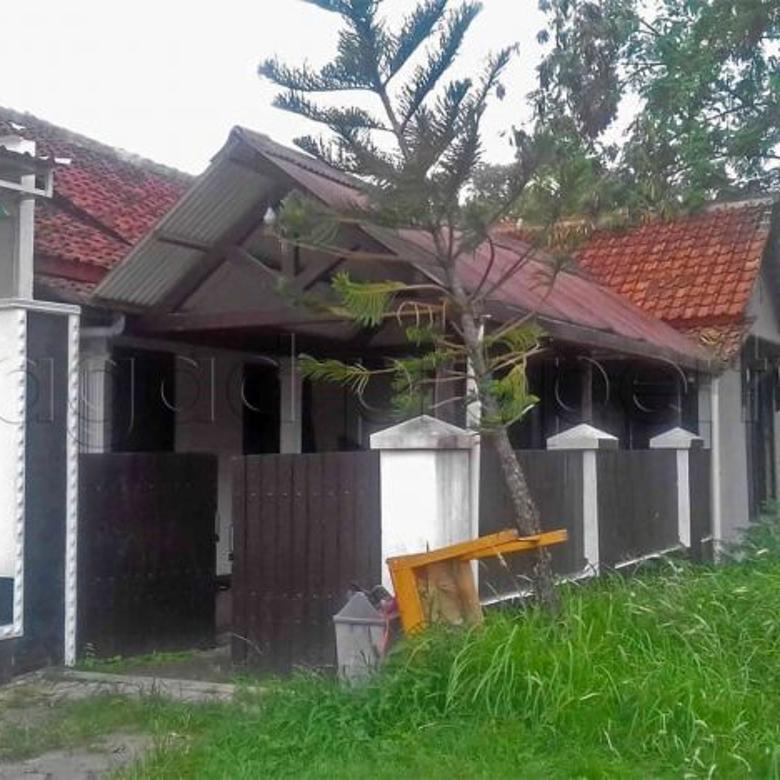Rumah dekat Goa Siluman Wonocatur ( AR 154 )