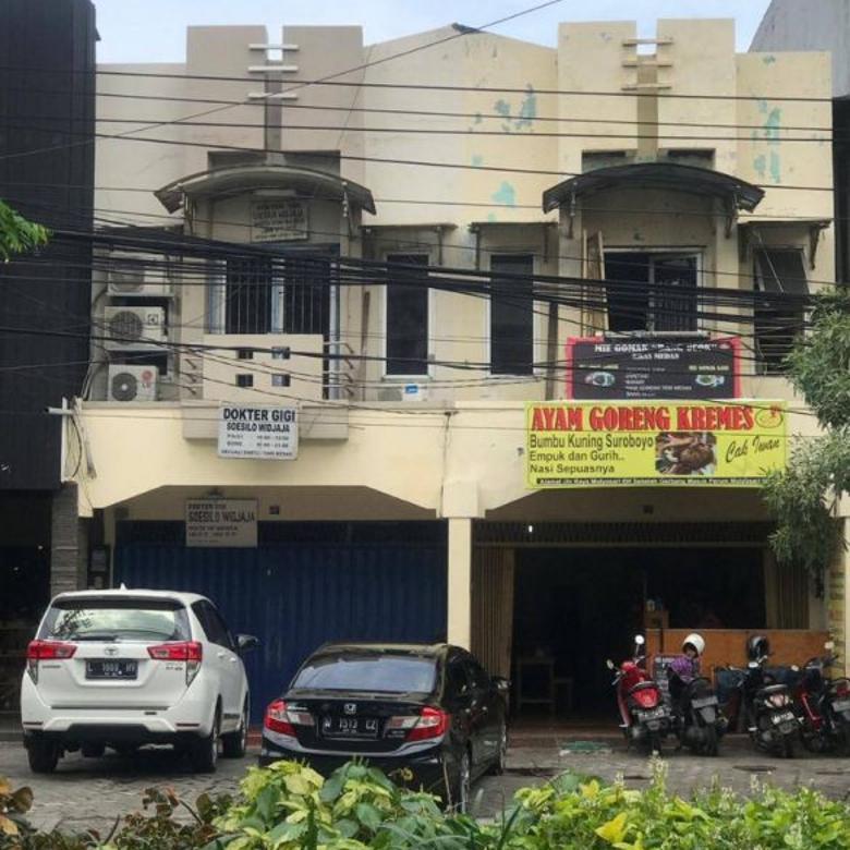 Ruko 2 lantai siap pakai dengan tempat parkir luas di Mulyosari, Surabaya