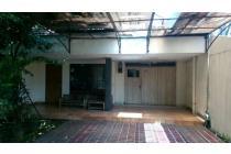 Rumah dengan lokasi sangat strategis di dekat jalan Matraman.