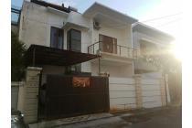 Rumah dalam komplek perumahan one gate imam bonjol dekat sunset road kuta