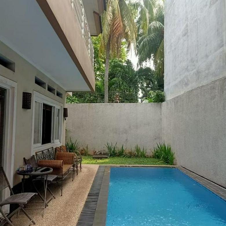 Rumah Siap Huni di Cilandak Ada Pool, Dekat Citos