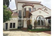 House For Rent at Kemang, 4 Bedrooms, Nice Swimming Pool, Lokasi Strategis