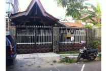 Rumah Tua dengan Tanah yang Luas di Amir Hamzah Kawasan Diponegoro